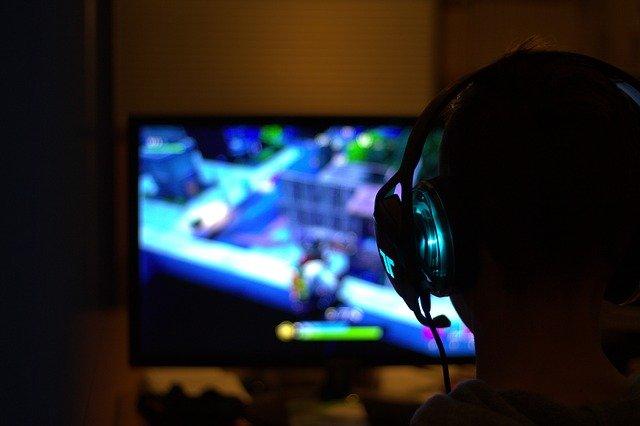 monitory dla graczy do 2000 zł