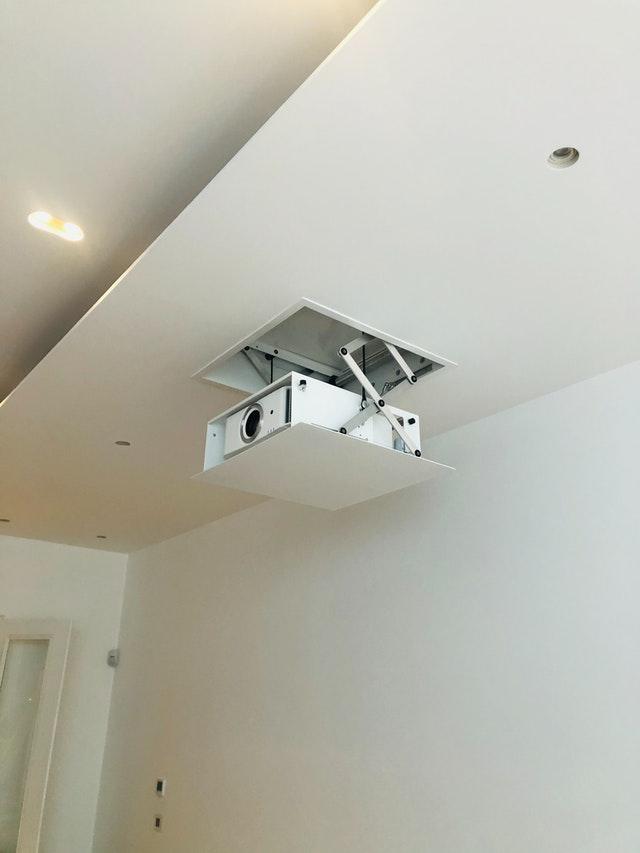 projektor czy telewizor