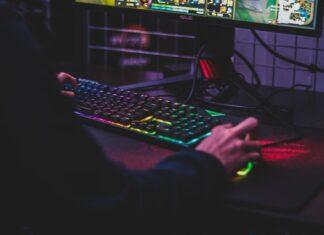 najlepsze klawiatury gamingowe do 300 zł