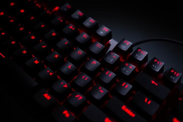 najlepsze klawiatury gamingowe do 200 zł